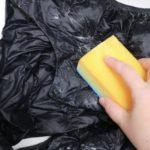 無印良品「ダウンベスト」をスポンジを使って洗う