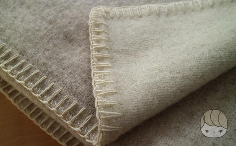無印良品「ウール原毛色 毛布」裏面